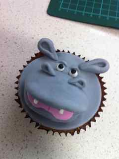In Round 2 Of Lily Vs Mum Took On The Task Recreating Hippo Cupcake With Interesting Results